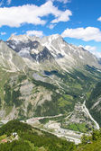 Mountain landscape of Mont Blanc massif and Giant's tooth — Stock Photo