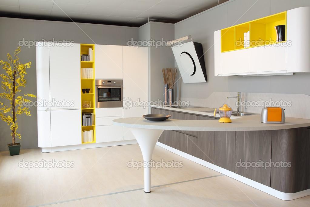 Moderne Küche-weiß und gelb-farbig — Stockfoto © Captblack76 #44646877