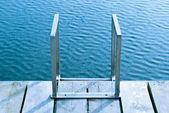 Denize giden bir merdiven — Stok fotoğraf