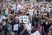 Protestera mot regeringens utgifter nedskärningar och skatt stiger — Stockfoto