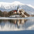 Lake Bled with castle behind, Bled, Slovenia — Stock Photo