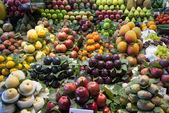 Varioud owoców i warzyw na rynku — Zdjęcie stockowe