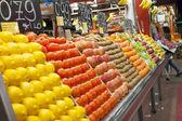 Varioud ovoce a zeleniny na trh — Stock fotografie
