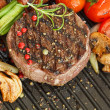 Beff Steak Tournedos with grilled vegetables — Stockfoto