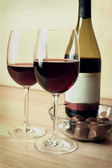 Two glasses of red wine and chocolates — Stock Photo
