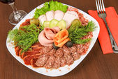 Meat platter with vegetables — Stock Photo