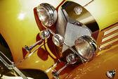 黄金の古代の車 — ストック写真