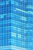 стеклянный фасад современного офисного здания — Стоковое фото