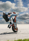 Trick on the motorcycle against the sky — Stock Photo
