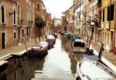 Venedik demirleyen tekneleri — Foto de Stock