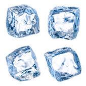 Cubes de glace sur un fond blanc. avec un tracé de détourage — Photo
