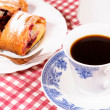 Coffee and strudla — Stock Photo