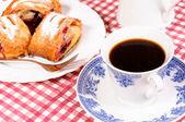 Coffee and strudla — Stock Photo