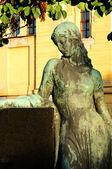 Monumento de mujer — Foto de Stock