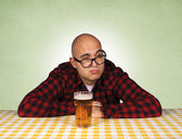 Man and beer — Stock Photo