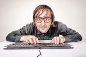 хакер в действии — Стоковое фото