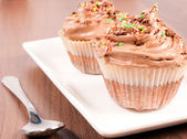 Plate and cup cake — Stock Photo