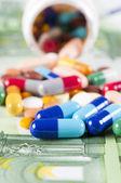Money and pills — Foto de Stock