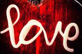 Liebe auf rot — Stockfoto