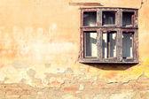 Старое деревянное окно — Стоковое фото