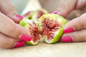 Figs and fingers — Stock Photo