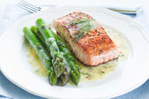 Salmon with Asparagus — 图库照片