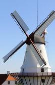 Tradycyjny stary holenderski wiatrak — Zdjęcie stockowe