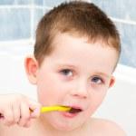 Little boy in the bath tub brushing his teeth — Stock Photo