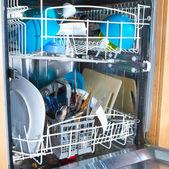 Wnętrze jak zmywarka zawierające brudnych naczyń — Zdjęcie stockowe