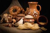 Sortiment von gebackenem Brot auf Entlassung — Stockfoto