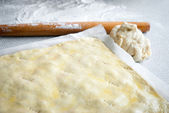 Rolling pin with freshly prepared dough — ストック写真