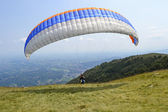 Paraglider take off — Foto Stock