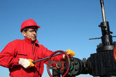 Oil Rig Valve Technician at Work — Stock Photo