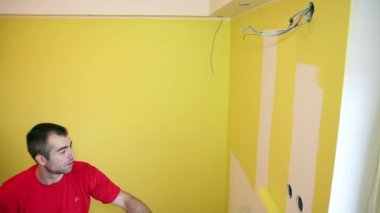 Painting the Wall in Yellow — Stock Video