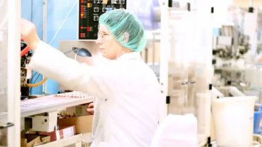 Pharmaceutical Factory - Ampoule Packaging Line — Stock Video