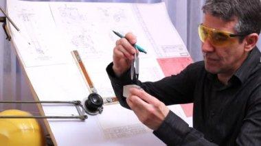 механический дизайн инженер — Стоковое видео