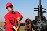 Oil and Gas Well Drilling Worker — Stock Photo