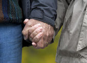 Mature couple holding hands — Stock Photo