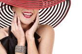 Donna con cappello rosso — Foto Stock
