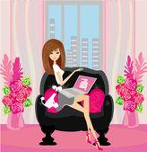 Shopping online - giovane sorridente donna seduta con portatile comput — Vettoriale Stock