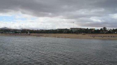 曇りの日フエルテベントゥラ ビーチ, カナリア諸島, スペイン — ストックビデオ