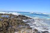 Turbulent ocean waves with white foam beat coastal stones, Fuert — Stock Photo