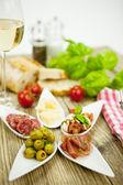 Celebracion antipasti placa con parma aceitunas de parmesano — Foto de Stock