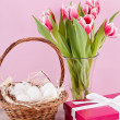 Pink present and colorful tulips festive easter decoration — Zdjęcie stockowe