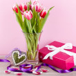 Pink and white tulips present ribbon easter birthday — Стоковая фотография