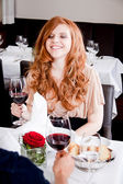 Couple drinking red wine in restaurant — Stockfoto