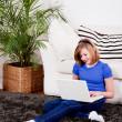 Young teenager girl with laptop smilig — Stok fotoğraf