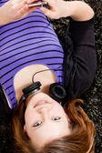 Happy teenager girl listening to music — Stock Photo