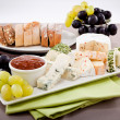 Cheese plate with grapes and wine dinner - 图库照片