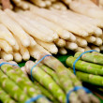 Fresh seasonal asparagus on market — Stock Photo #23711011